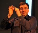 Photo of První neslyšící kvalifikovaní tlumočníci mezi BSL aASL