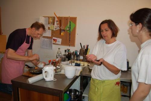 Photo of Neslyšící pekařky zTiché kavárny absolvovaly kurz studené kuchyně