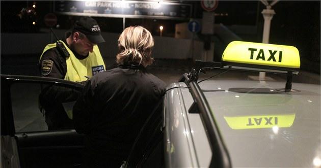 Photo of Neslyšící opilý muž ve Zlíně ukradl taxík