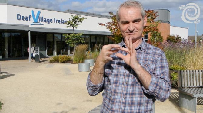Photo of Rozhovor nejen oirském znakovém jazyce, tlumočnících atitulkách vIrsku