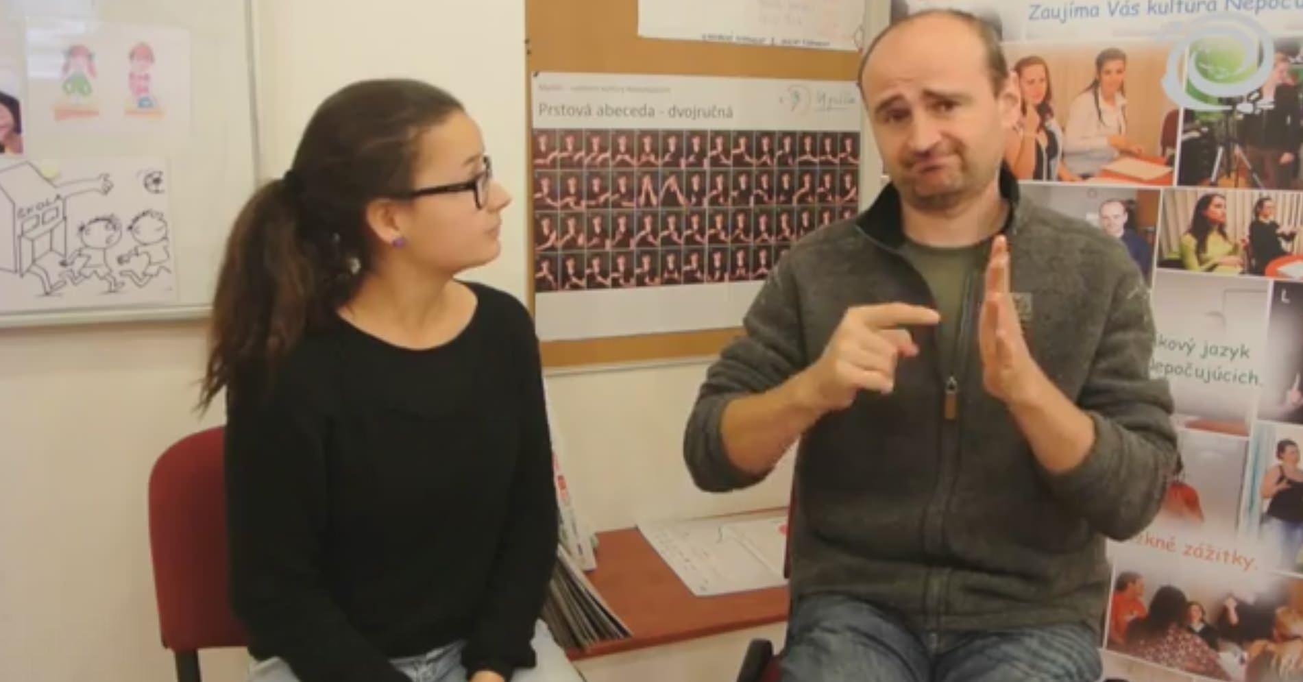 Photo of Jaká je situace na Slovensku se znakovým jazykem, tlumočníky askrytými titulky?