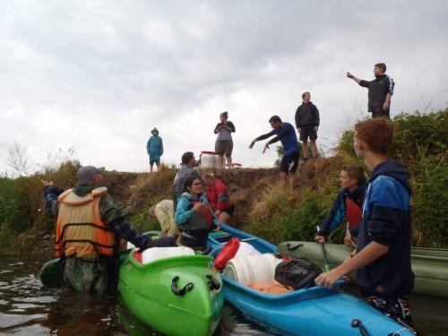 Photo of Na tradiční vodácké plavbě splouvali neslyšící poprvé vnoci