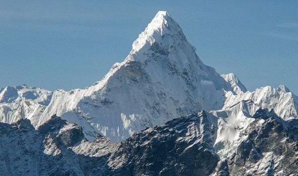 Photo of První neslyšící Japonec zdolal Mount Everest, nejvyšší horu světa