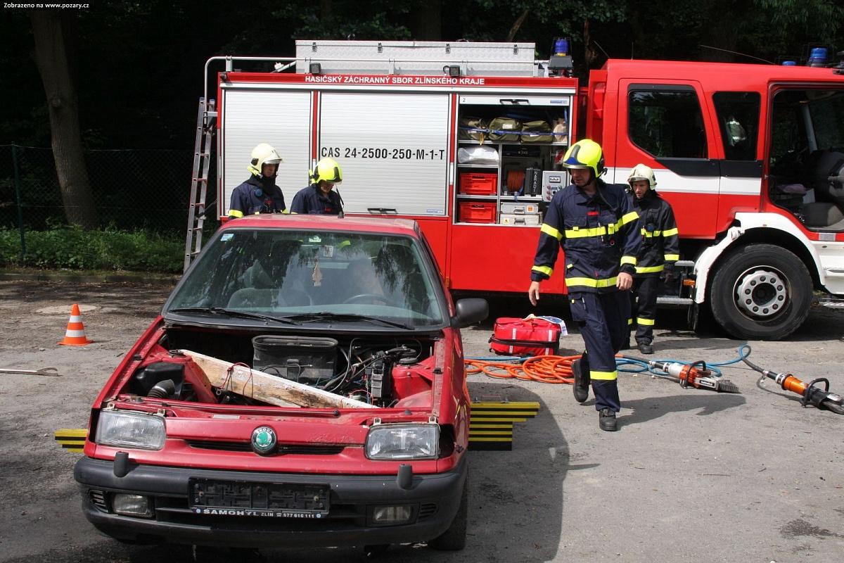 Photo of Karty pro komunikaci sneslyšícími ukázali zlínští hasiči, budou součástí zásahových vozidel