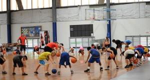 Jaký cíl má sportovní klinika pro neslyšící a nedoslýchavé děti vPerthu?