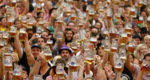 O víkendu proběhl největší pivní festival vNěmecku, kde nechyběli ani neslyšící