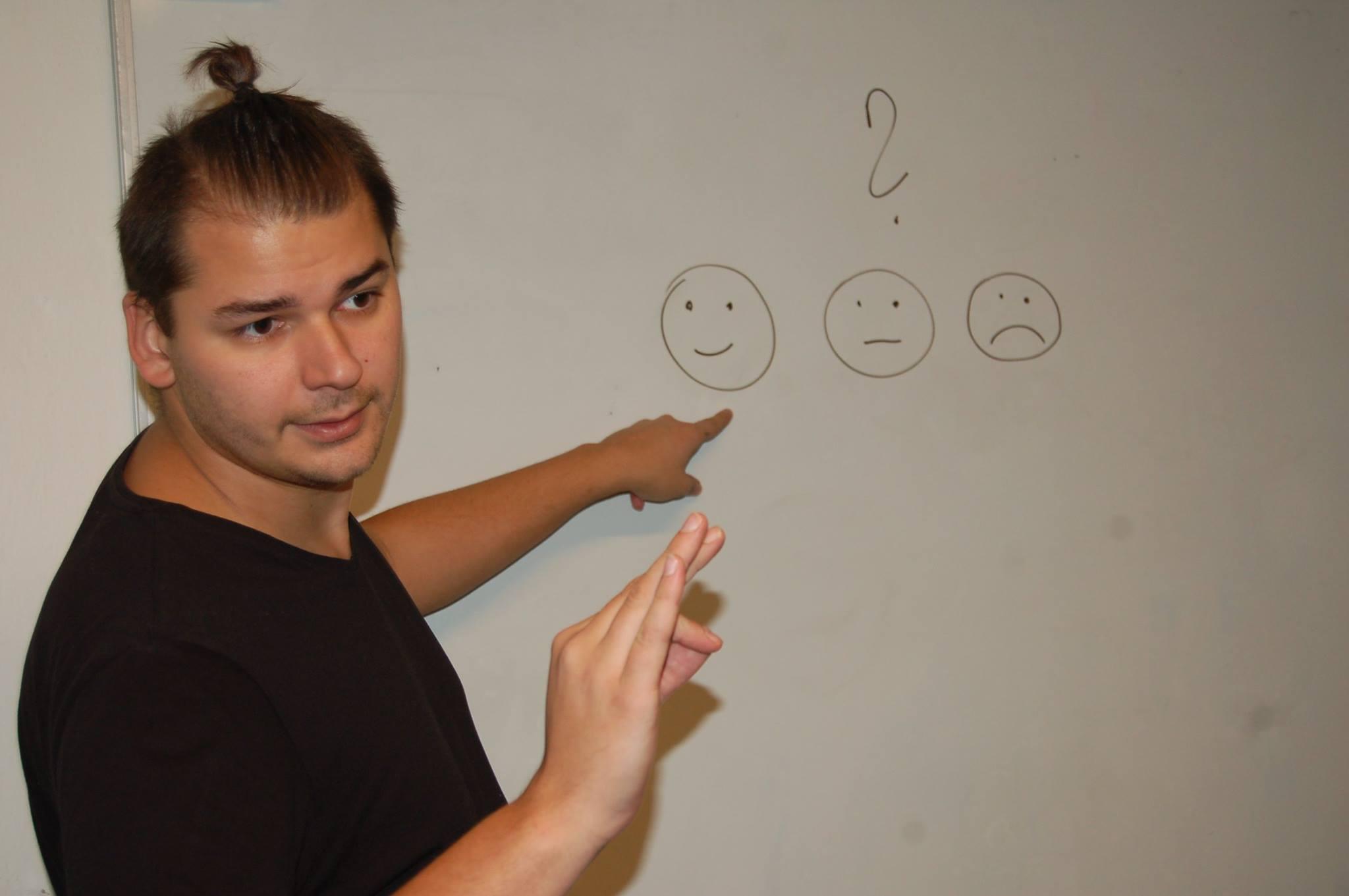 Photo of Tichý svět hledá do týmu kolegu/kolegyni na pozici: Lektor znakového jazyka