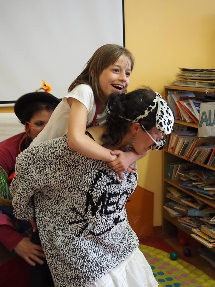 Photo of Neslyšící dalmatinka baví děti zradlické školy