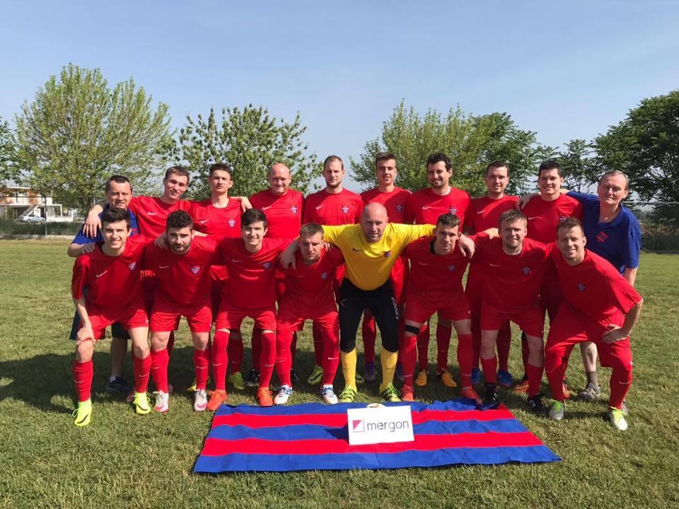 Photo of SKN Brno jel do řeckého města Larissa hrát fotbal DCL. Vyhrávají?