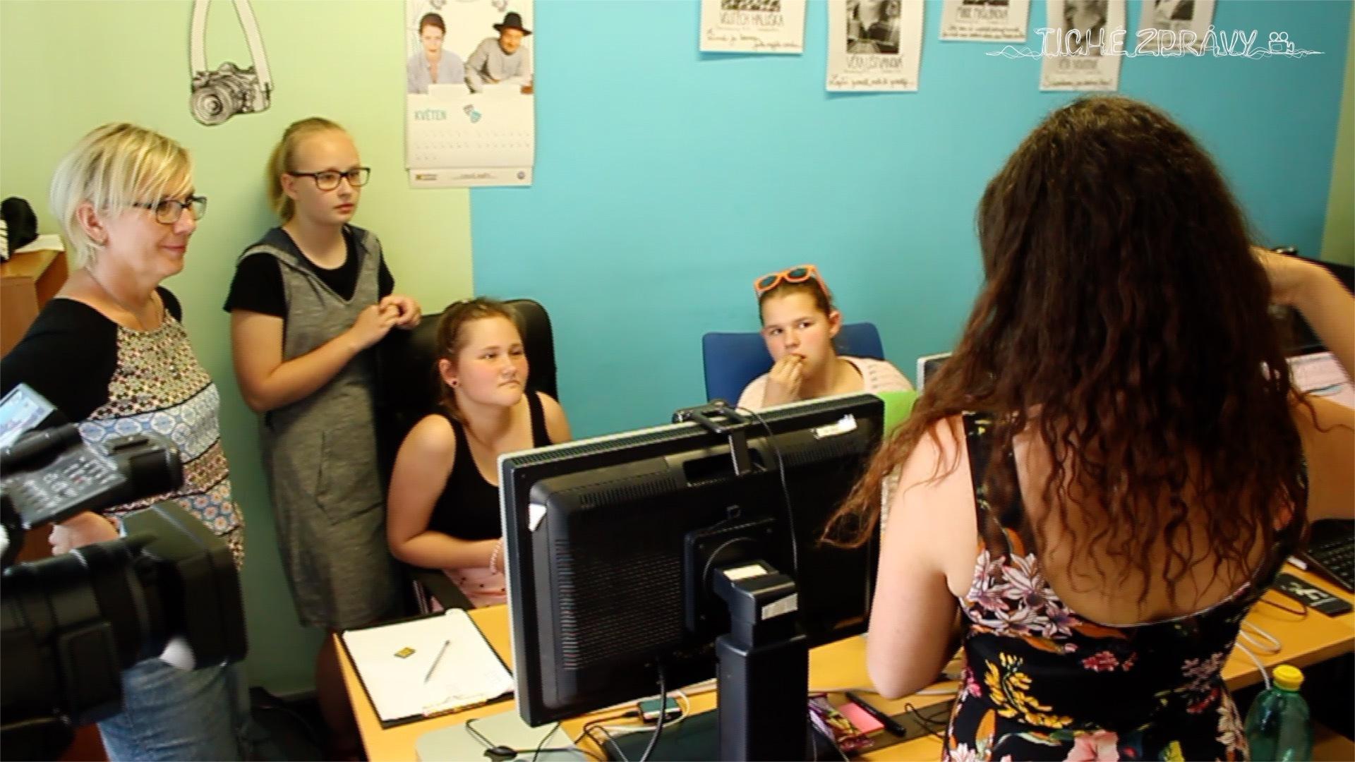 Photo of Návštěva dětí zradlické školy vredakci Tichých zpráv
