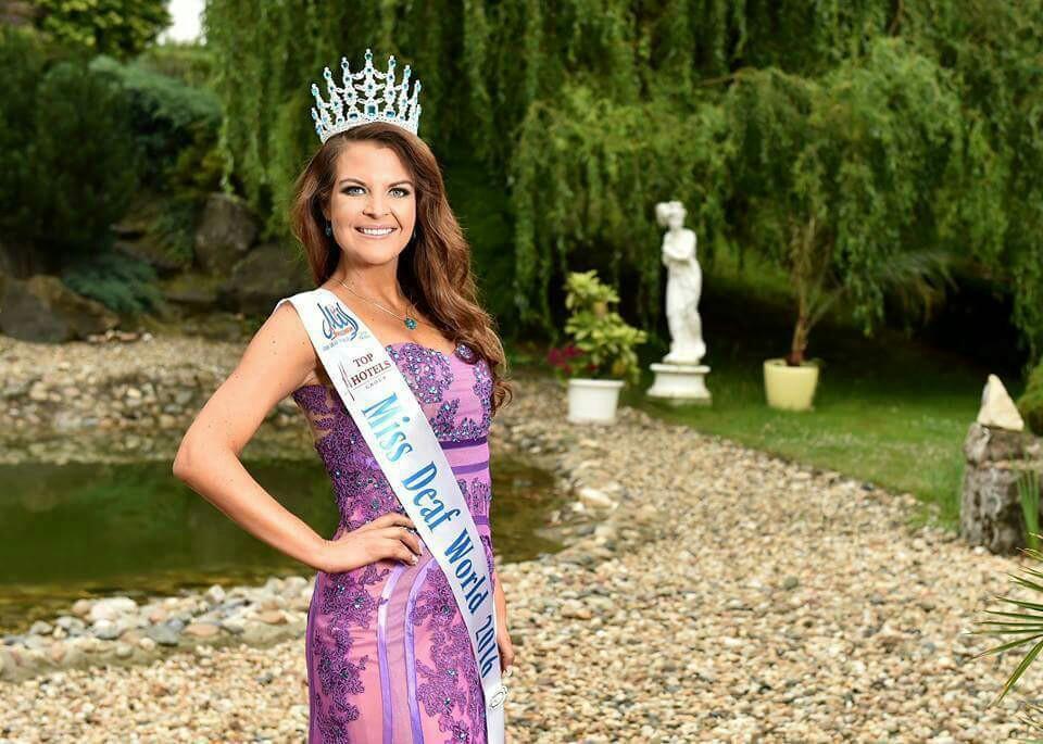 Photo of Miss Deaf World 2016 Janie Erasmus je vdanou paní