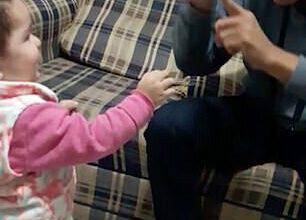 Photo of Neslyšící otec měl slzy vočích kvůli dceři