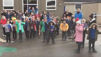 Photo of Škola ve Velké Británii nazpívala píseň ve znakovém jazyce