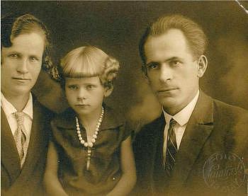 Photo of Kvůli zákazu svícení přišla neslyšící oživot – aneb jak se žilo neslyšícím za války