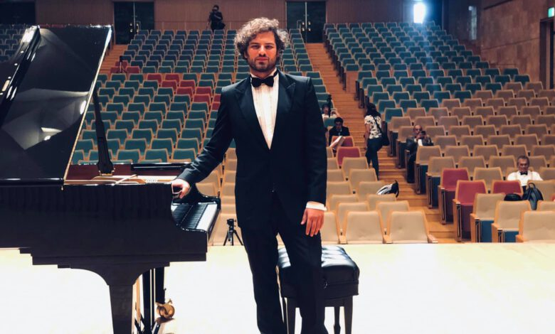 Photo of Neslyšící italský pianista Davide Santacolomba