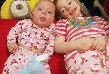 Photo of Dojemná reakce miminka, když poprvé uslyšelo hlas své sestry