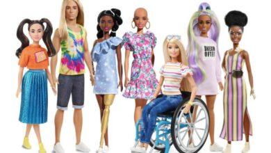 Photo of Panenky Barbie sholou hlavou, tmavé pleti čise sluchadly