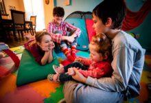 Photo of Manželé adoptovali holčičku, se kterou komunikují ve znakovém jazyce