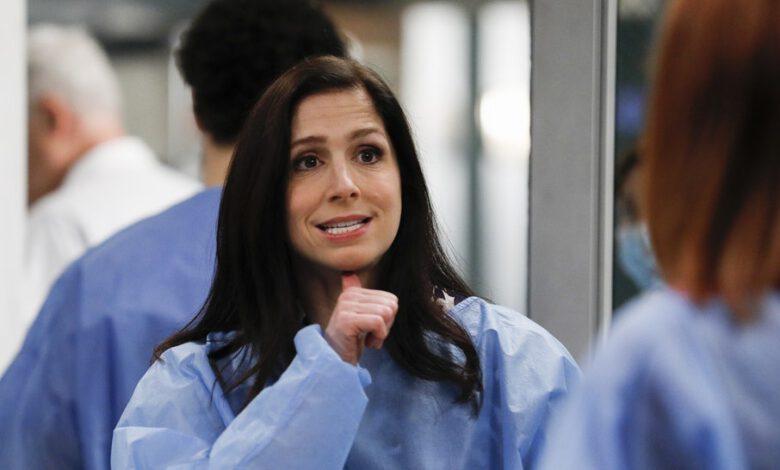 Photo of Neslyšící herečka si zahrála jako první neslyšící doktorku vprestižním seriálu Chirurgové