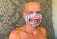 Photo of Neslyšící žena začala vyrábět průhledné roušky, poptávka je vysoká