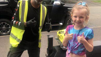 Photo of Mladá dívka překvapila neslyšícího řidiče doručovací služby
